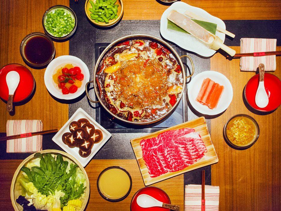 Chọn bếp từ, bếp cồn hay bếp ga nấu lẩu cho gia đình?