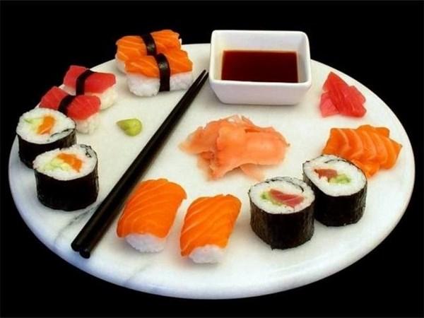 Sán dài 1,5m làm ổ trong bụng vì ham ăn sushi