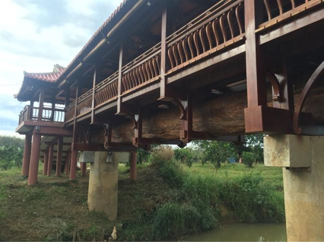 Trao kỷ lục cho cây cầu gỗ lợp ngói dài nhất Việt Nam - ảnh 1