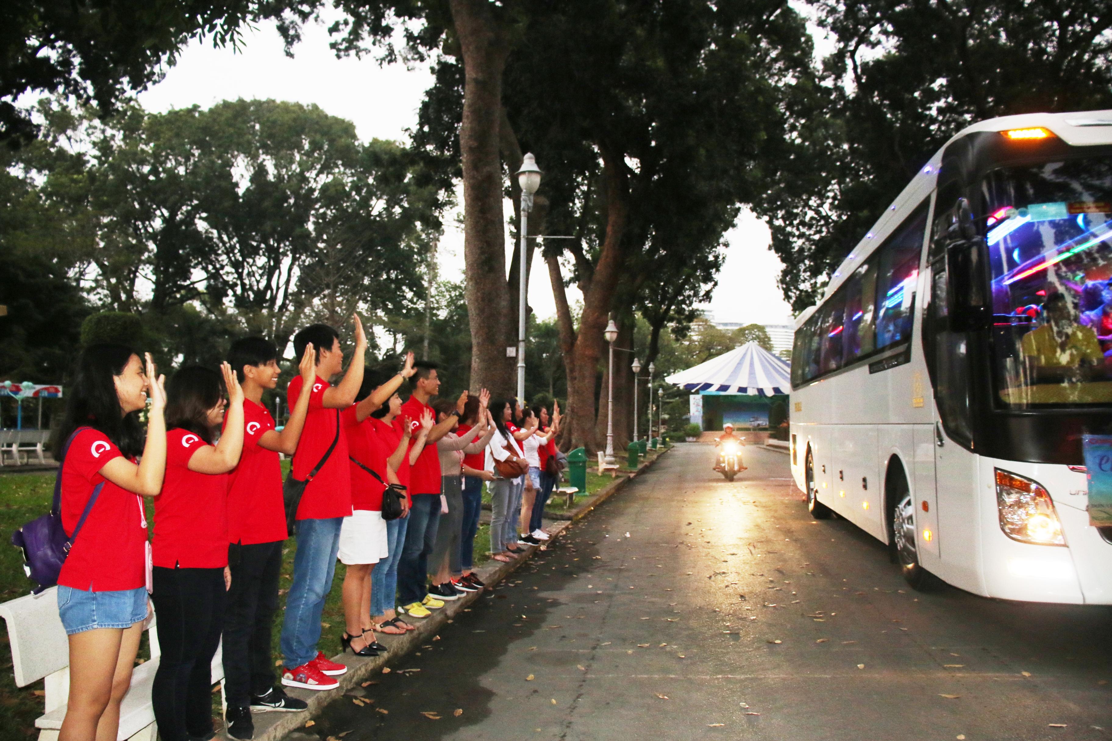 Home Credit đưa 200 bà con Phú Yên về quê đón tết