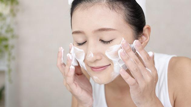 Bạn đang dùng sản phẩm rửa mặt sai cách như thế nào?
