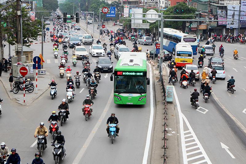 Hà Nội đề xuất cho phép các phương tiện sử dụng làn BRT