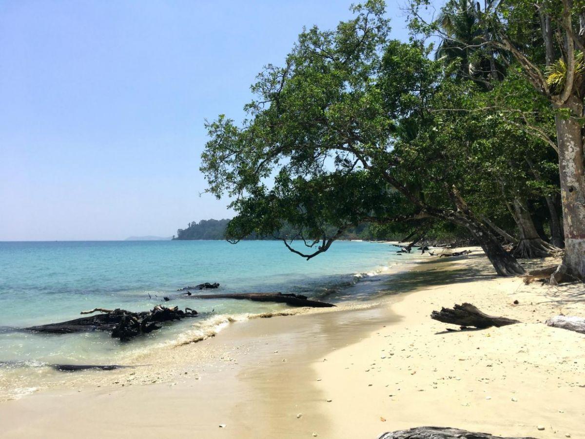 Côn Đảo lọt top bãi biển xanh sạch nhất Đông Nam Á