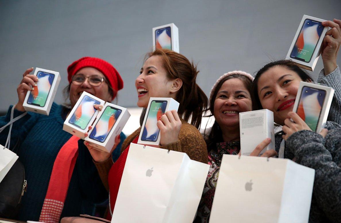 Nếu đúng như dự đoán, người dùng sẽ được mua iPhone X giá rẻ hơn.