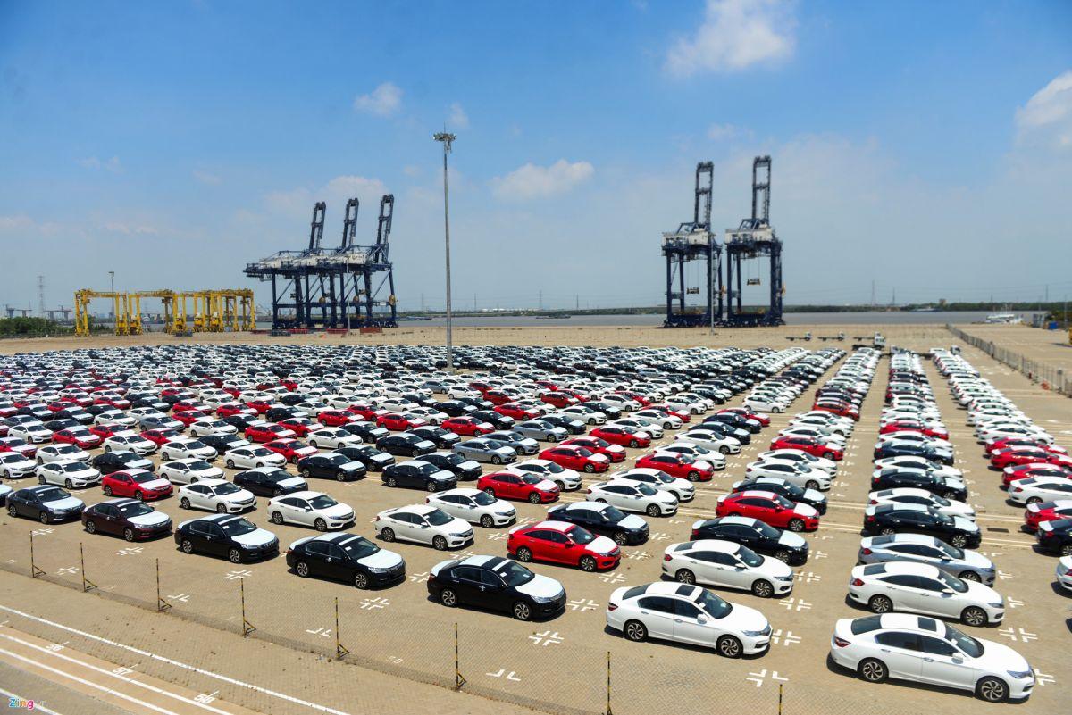 Lượng ô tô nhập khẩu ô tô tháng 3 tăng vọt.