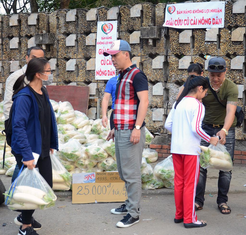 Nông sản Việt - Thứ được hét giá trên trời, thứ nằm chực chờ giải cứu