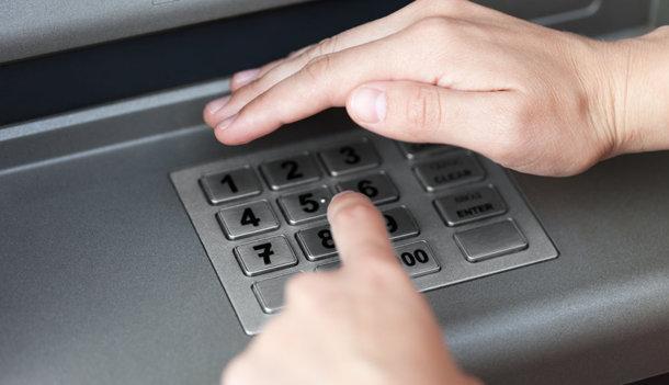 """Những vụ tiền """"bốc hơi"""" khi thẻ vẫn nằm yên trong ví"""