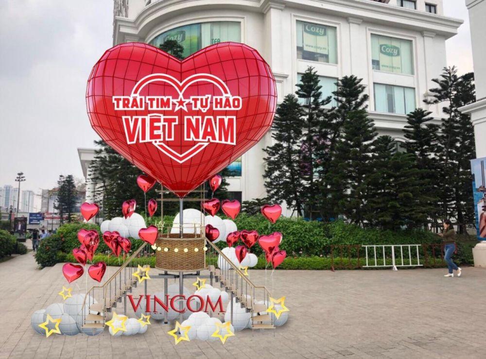 Biểu tượng khinh khí cầu cao 10m tại Vincom Mega Mall Royal City hứa hẹn là điểm checkin hấp dẫn