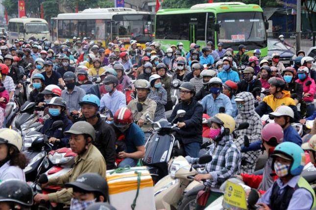 Người dân nghẹt thở rời khỏi Hà Nội trước kỳ nghỉ lễ - ảnh 10