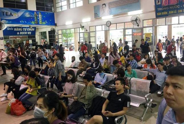 Người dân nghẹt thở rời khỏi Hà Nội trước kỳ nghỉ lễ - ảnh 2