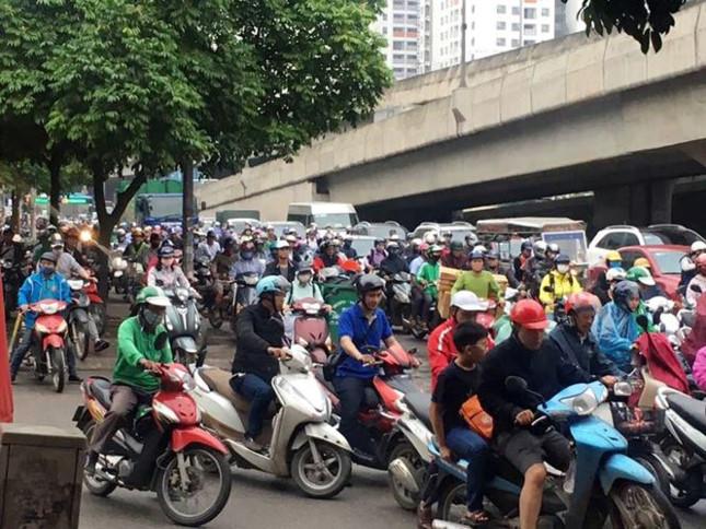 Người dân nghẹt thở rời khỏi Hà Nội trước kỳ nghỉ lễ - ảnh 3