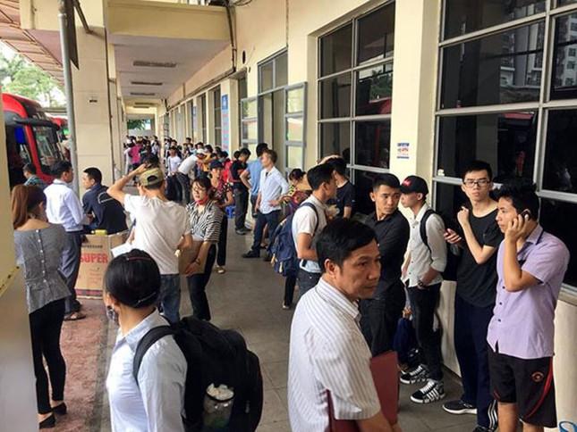 Người dân nghẹt thở rời khỏi Hà Nội trước kỳ nghỉ lễ - ảnh 4