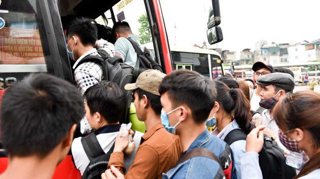 Người dân nghẹt thở rời khỏi Hà Nội trước kỳ nghỉ lễ - ảnh 6