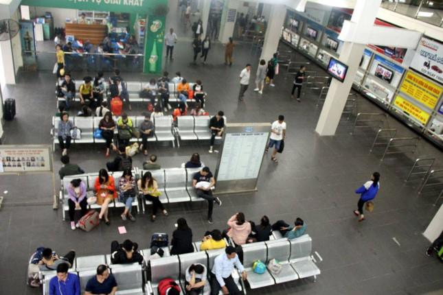 Người dân nghẹt thở rời khỏi Hà Nội trước kỳ nghỉ lễ - ảnh 7