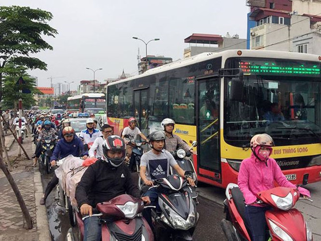 Người dân nghẹt thở rời khỏi Hà Nội trước kỳ nghỉ lễ - ảnh 8