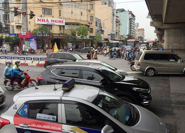 Người dân nghẹt thở rời khỏi Hà Nội trước kỳ nghỉ lễ - ảnh 9