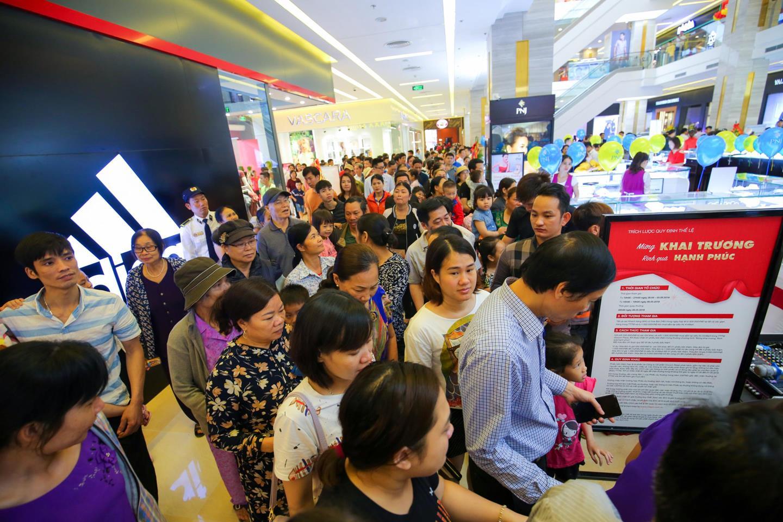 Sự kiện khai trương Vincom tại Thanh Hóa, Lâm Đồng và Long An thu hút hàng nghìn khách hàng đến mua sắm vui chơi