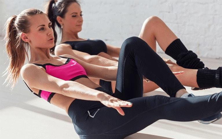 Phụ nữ sau sinh nên chọn tập yoga hay gym?