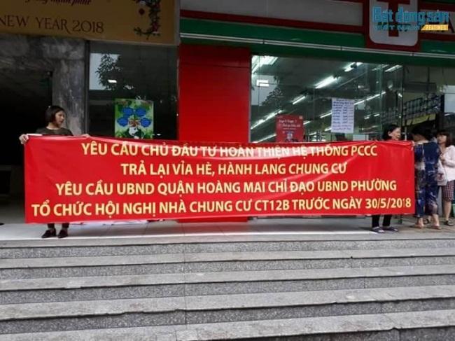"""Chung cư Hà Nội náo loạn vì không chỗ gửi xe: Cư dân hiến kế """"hài hước"""""""