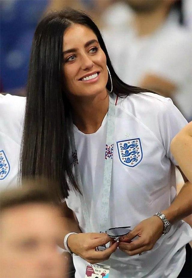 Bạn gái của Trung vệ Harry Maguire (Anh) rạng rỡ trên khán đài World Cup.