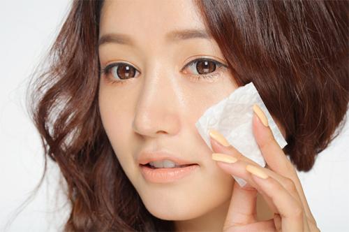 Có nên tẩy trang, rửa mặt sau khi dùng kem chống nắng?