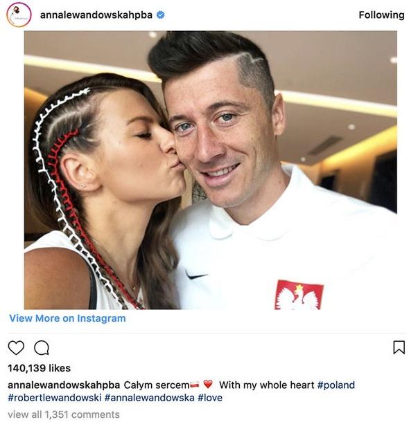 Vợ của cầu thủ Robert Lewandowski luôn cập nhật và gửi gắm thương yêu trên instagram.
