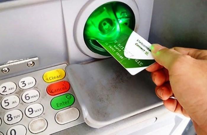 Hàng loạt ngân hàng sẽ tăng phí rút tiền ATM