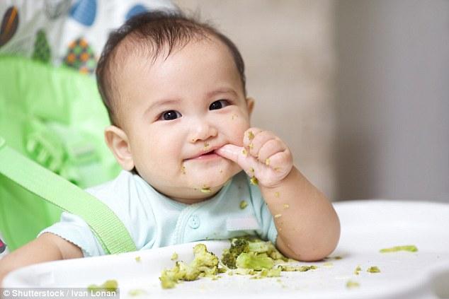 Trẻ sơ sinh nên tập ăn thô từ 3 tháng tuổi