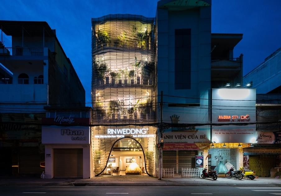 Studio cưới đẹp như mơ giữa lòng Sài Gòn lên báo Tây