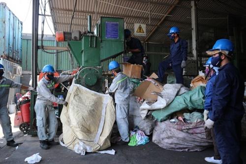 TPHCM: Tiêu hủy lượng hàng giả, kém chất lượng trị giá hơn 8 tỷ đồng - Ảnh 2