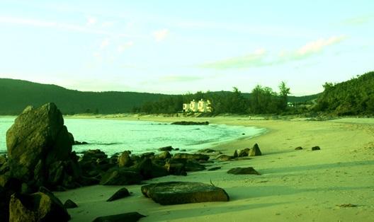 Bãi biển Hoành Sơn (Hà Tĩnh) hoang sơ, trữ tình.