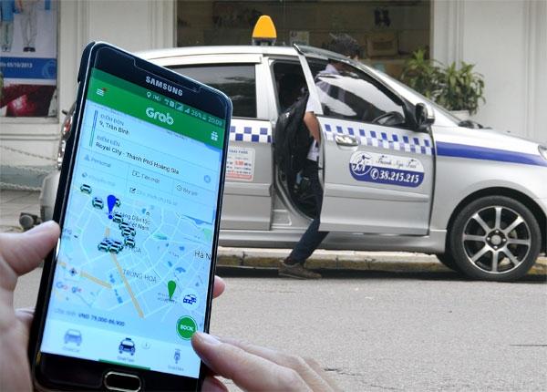 """Taxi công nghệ trước nguy cơ bị """"xóa sổ"""": Không phù hợp với cách mạng 4.0?"""