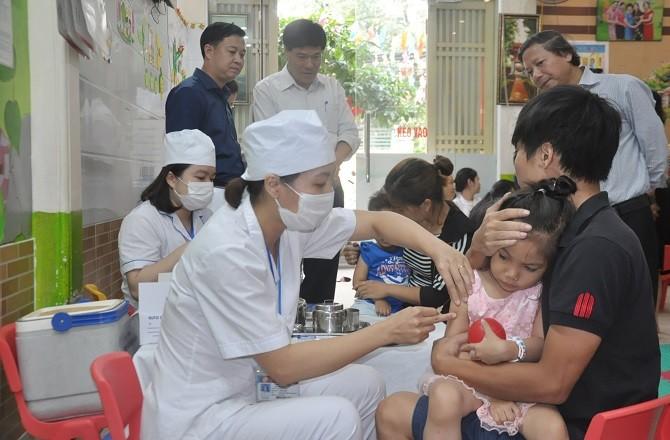Phấn đấu 95% trẻ được tiêm chủng bổ sung vắc xin Sởi - Rubella