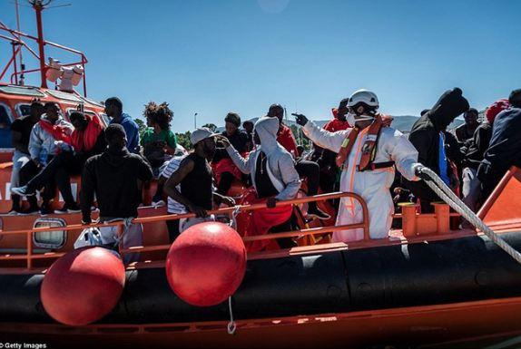 Cảnh sát Tây Ban Nha triệt phá đường dây buôn người quy mô lớn