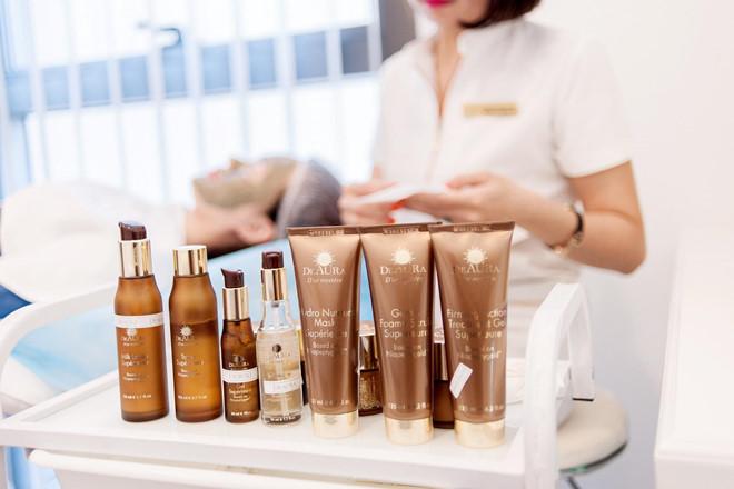 Bộ mỹ phẩm Deaura dưỡng ẩm, hỗ trợ làm chậm quá trình lão hóa da.