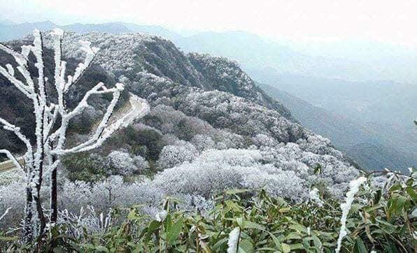 Băng tuyết đẹp mê hồn trên đỉnh Mẫu Sơn