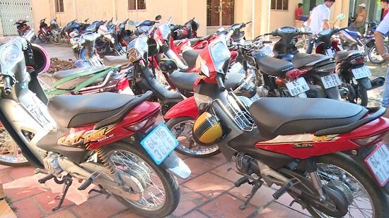 Triệt xóa tụ điểm đá gà ăn thua bằng tiền tạm giữ 32 xe môtô