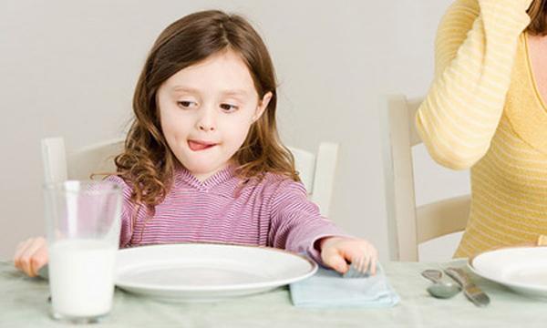 Các loại sữa phù hợp chống táo bón cho trẻ ngày Tết