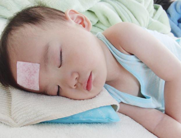 Trẻ bị sốt cao và những dấu hiệu cảnh báo phải nhập viện ngay