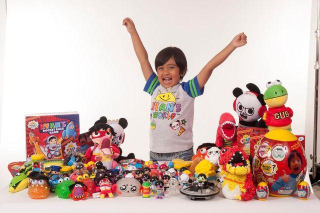 Cậu bé 7 tuổi thu nhập 22 triệu USD/năm nhờ kênh Youtube