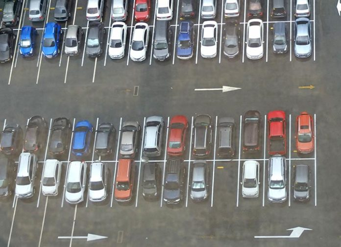 Ngành công nghiệp ô tô khốn khổ vì doanh thu giảm sốc