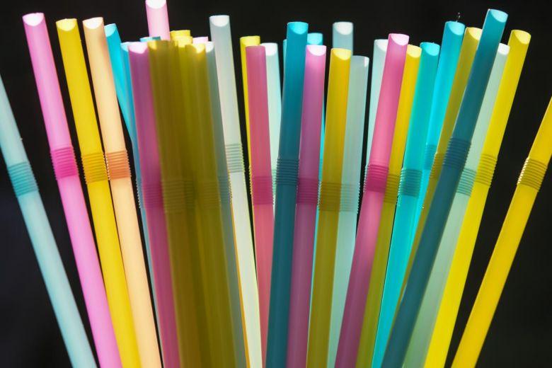 Singapore cấm ống hút nhựa từ ngày 1/7