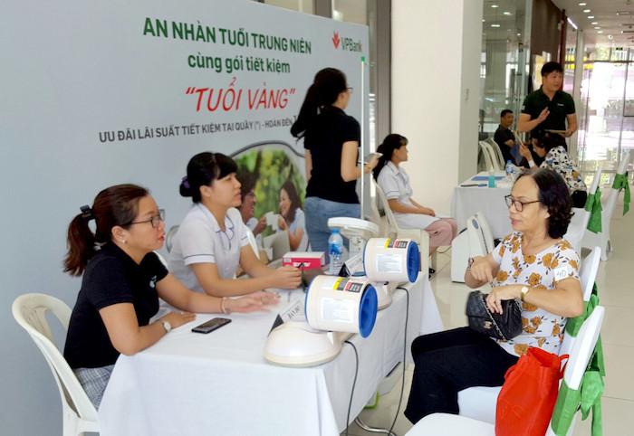 VPBank tổ chức chương trình chăm sóc khách hàng cao tuổi