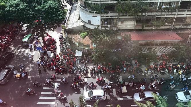 Hàng loạt tài xế đòi bỏ Go-Việt, sang Grab