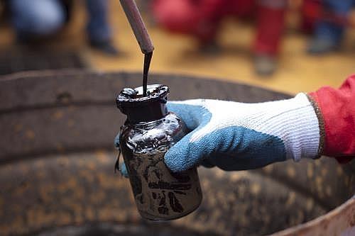 Giá dầu thô đồng loạt giảm