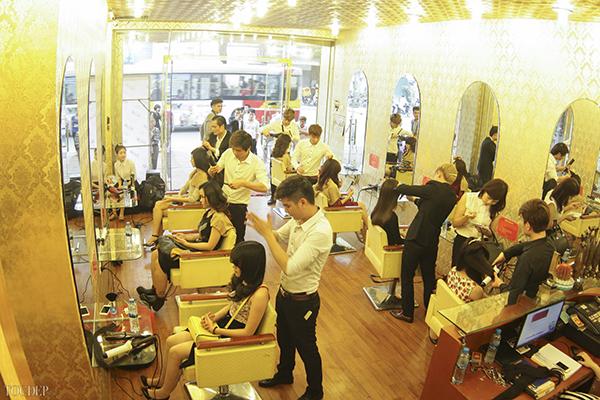 Những ngày cận Tết, nhiều salon tóc rơi vào tình trạng