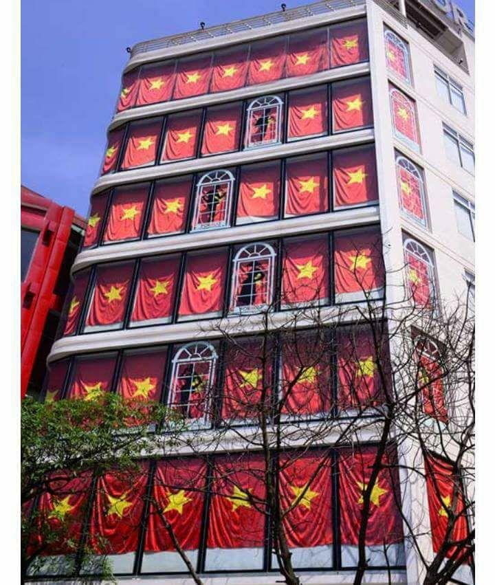 Nhìn hình ảnh, không người Việt Nam nào lại không cảm thấy sôi sục và tự hào.
