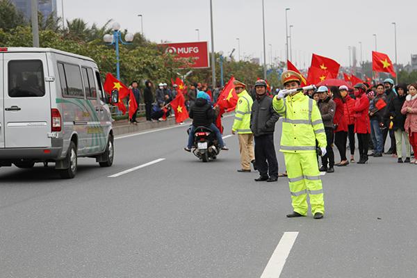 Các đồng chí công an đã rất nỗ lực phân làn, điều tiết giao thông giúp các cầu thủ U23 hoàn thành hành trình 30km giữa biển người.