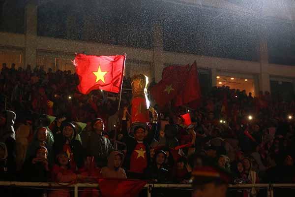 Một khoảnh khắc vàng của người hâm mộ dành tặng tới toàn bộ đội tuyển U23.