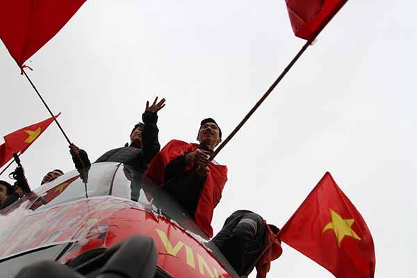 Đoàn Văn Hậu một ngôi sao đang lên của nền bóng đá Việt Nam hào hứng trước tình yêu của người hâm mộ.
